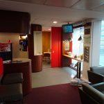 マンチェスターからロンドン へ(バージン・トレインのペンドリーノ乗車)lounge entrance